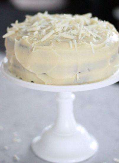 Leilas Mr. Snowmans Devils food cake är en påkostad tårta med extra allt! Om man känner för det kan man spara in lite slantar på frostingen genom att glas...