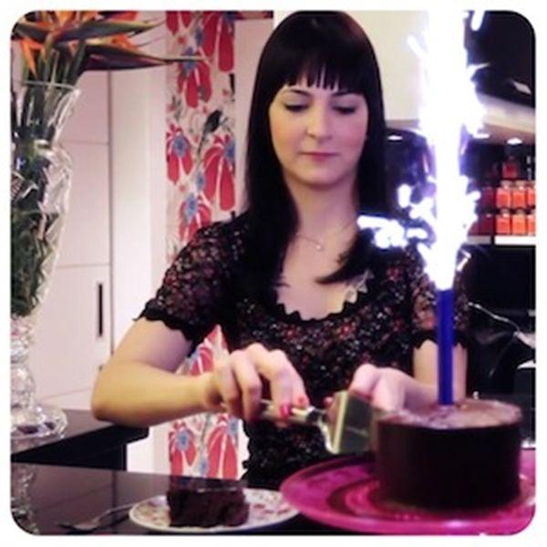 Bolo de chocolate com caramelo salgado | Vídeos e Receitas de Sobremesas