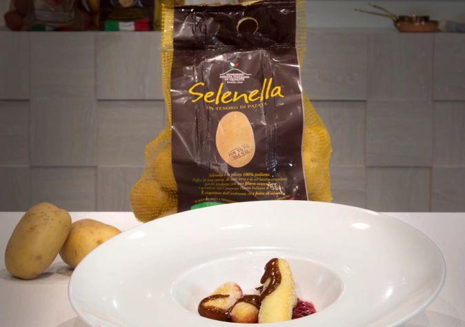 Frittelle dolci di patata Selenella con caramello salato e salsa di lamponi