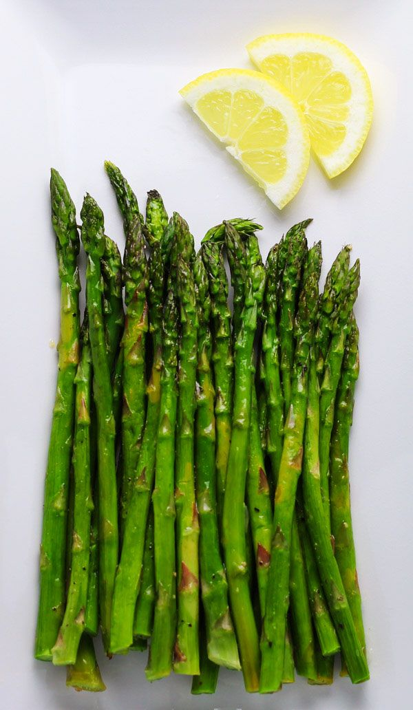 Roasted Asparagus with Lemon, an easy side dish perfect for any meal! | http://Tastefulventure.com