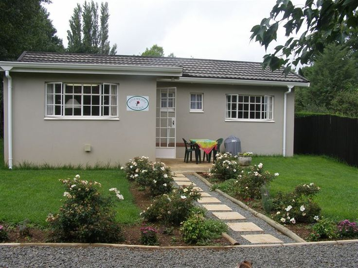 Rosemeade Cottage - Rosemeade Cottage is situated on a residential property in the picturesque village of Himeville, 5 km from Underberg.   The cottage, which is separate from the main house, has one bedroom with a queen-size ... #weekendgetaways #himeville #southafrica