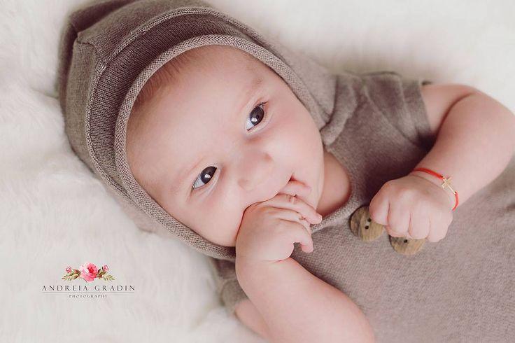 Fotografii nou nascuti - 3 luni - realizate de Andreia Gradin, fotograf profesionist
