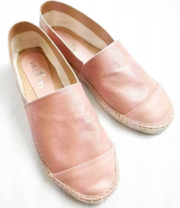 SUMMER ESSENTIAL!  Powder pink espadrilles in soft nappa leather from @ValettiDesign 💙 Enjoy this summer with comfort & style! 🌞🍹 #CherryHeel #luxury #shoe #boutique #Barcelona #espadrilles #alpargatas #verano #summer #shoes #pink #powder #MadeinItaly #style #blogger #барселона #мода2017 #стиль #эспадрильи #розовый #лето2017 #море #девочкитакиедевочки #счастье