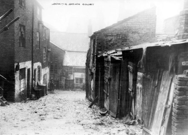 Black and white photo of living conditions in Scotland Street in Victorian times © Sheffield Libraries, Archives and Information