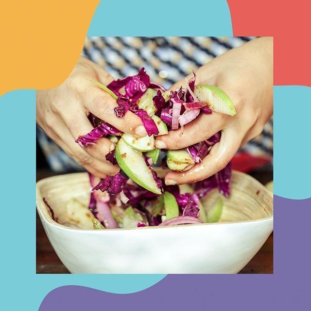Aproveitando a chega da estação das flores, que tal esperar o início da primavera fazendo uma salada bem colorida? Confira a receita no meu blog: www.amomaecoruja.com #receita #amomaecoruja #salada #primavera