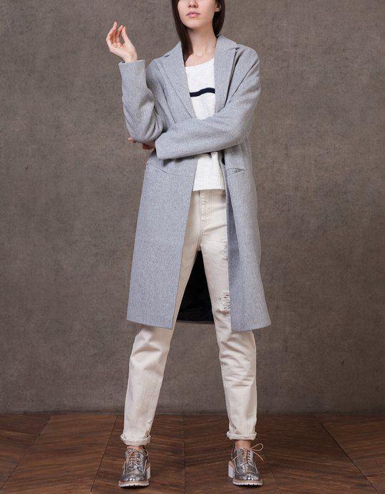 Chez Stradivarius, tu trouveras 1 Manteau long revers  pour femme pour seulement 59.95 € . Entre et découvre bien d'autres VÊTEMENTS.