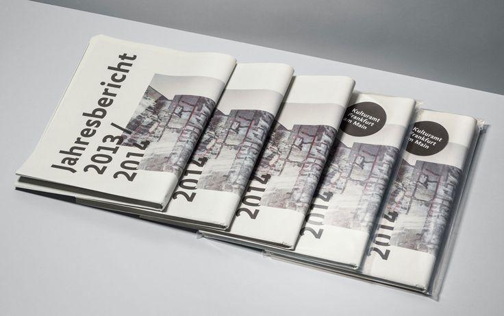 Kultur im Zeitungsformat Aufschlagen, entdecken, interessant finden – der Jahresbericht des Kulturamts Frankfurt lädt ein, die von der Stadt geförderte kulturelle Vielfalt zu entdecken. Das Zeitungsformat und die redaktionelle Gestaltung vermitteln diese Vielfalt auf ebenso informative wie ungezwungene Art und Weise. Passend dazu erzeugen die von Sebastian Schramm fotografierten Portraits ausgewählter Personen und Orte eine [...]
