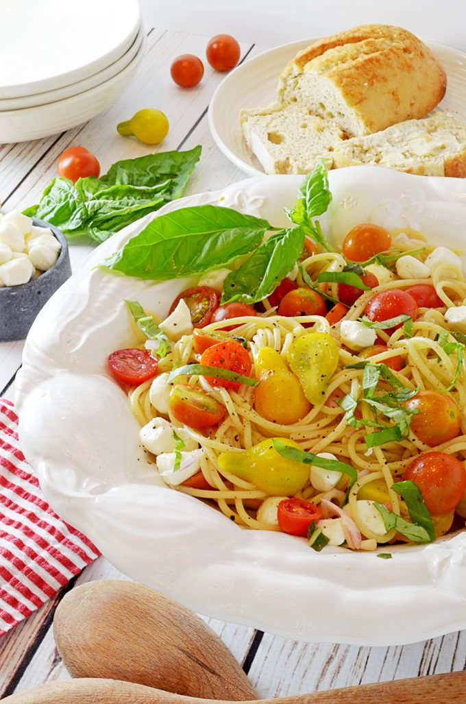 SPAGHETTI CAPRESE CON POMODORI MARINATI (Spaghetti with Marinated Tomatoes.)  ❤︎ SPAGHETTI CAPRESE CON POMODORI MARINATI IS A SIMPLE CELEBRATION OF THE SEASON. USING JUST A FEW INGREDIENTS, YOU CAN ENJOY A FAST AND DELICIOUS TASTE OF SUMMER.