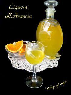 Liquore all'arancia fatto in casa ricetta semplice per ottenere un ottimo liquore al gusto di arance. wings of sugar blog
