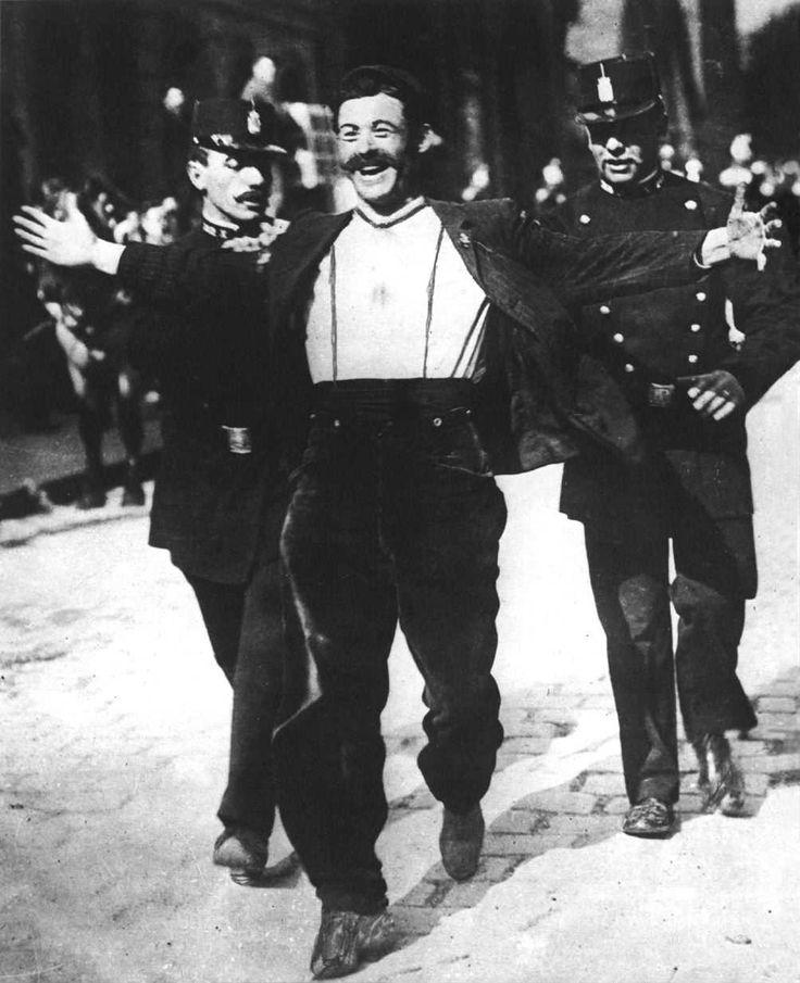 """lupitovi:  """" Vive la liberté  arrestation d'un manifestant 1er mai 1908  """""""