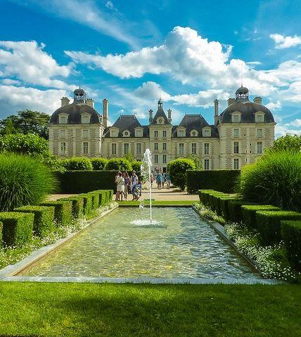 Partez à la découverte des Châteaux du Val-de-Loire. Réservez votre hôtel pas cher sur Fasthotel. http://www.fasthotel.com/centre Cheverny Val de Loire