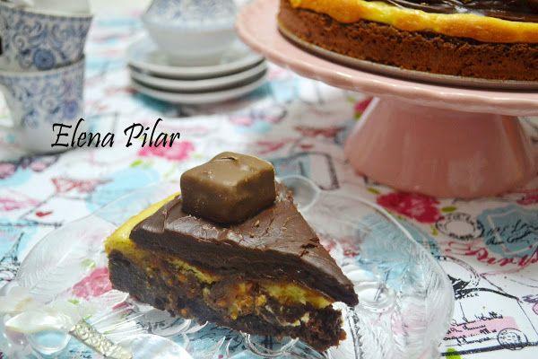 Brownie cheesecake de Snickers con ganaché de chocolate y toffees | Cocinar en casa es facilisimo.com
