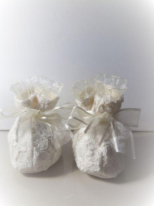 50 LEI | Hainute botez handmade | Cumpara online cu livrare nationala, din Pitesti. Mai multe Nunta si Botez in magazinul handmade.madbazaar pe Breslo.