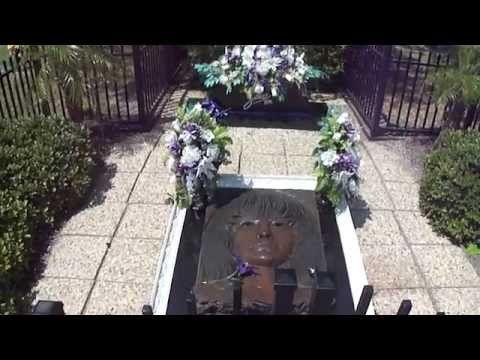 Selena Gravesite 5 years later - YouTube
