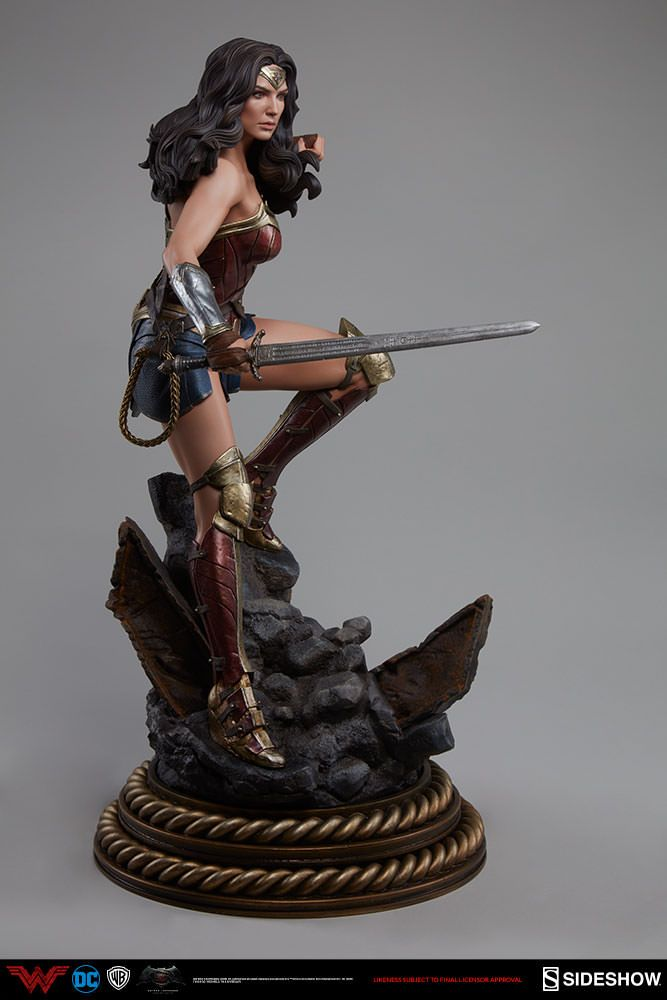 Sideshow Collectibles Batman v Superman: Dawn of Justice Wonder Woman Premium Format Figure