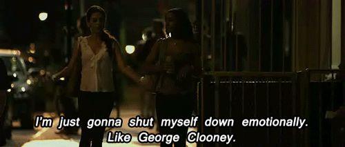 'Só vou me fechar emocionalmente. Como o George Clooney.'É tão fácil quanto pedir pizza (e às vezes suas amizades coloridas até trazem pizza).