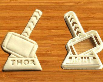 Costume de Thor emporte-pièce pas thor thor cosplay thor boutons de manchettes topper de gâteau de Cap thor thor thor crochet chien thor tag autocollant thor robe de thor