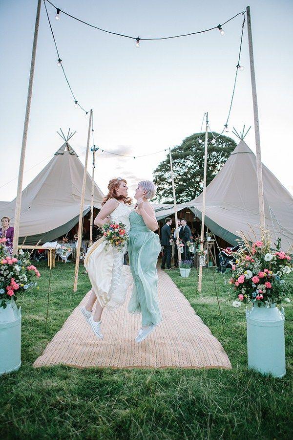Bohemian Outdoor Tipi Wedding http://www.sarahjanesphotography.co.uk/
