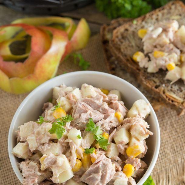 Salade froide complète de thon, maïs et pomme