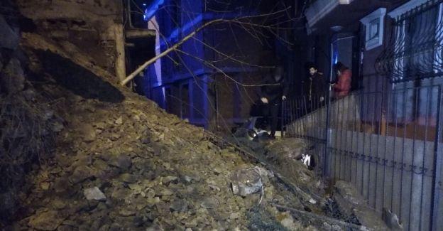 Şişli'de bir sokağın istinat duvarı çöktü