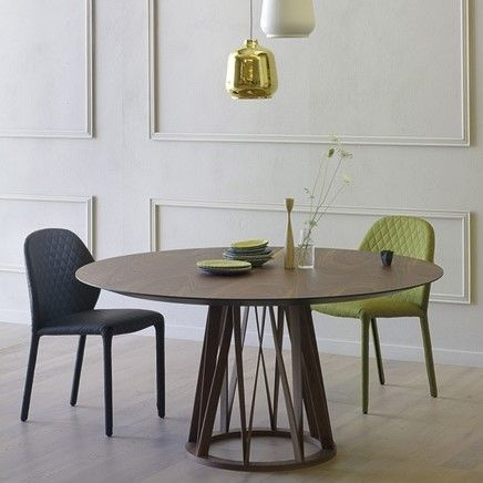 Acco table by Miniforms | Dining table proposed in rounded version, with wooden legs which thanks to their decorative design seem to form the corolla of a flower that elegantly supports the table top. http://www.malfattistore.it/en/product/acco/ | #malfattistore #shoponline #interiordesignonline #table #diningtable #woodentable #roundedtable #miniformsdesign #italiandesign #modernfurniture #homestyle #homedecor #diningroom