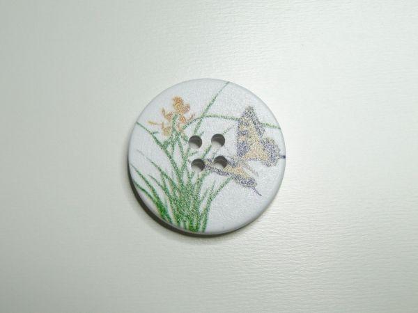 Witte houten knoop bloemen en vlinder, 30 mm