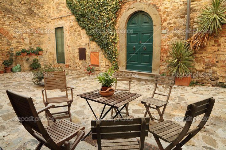 Italský dvorku v panzano in chianti vesnice, Toskánsko, Itálie, Evropa