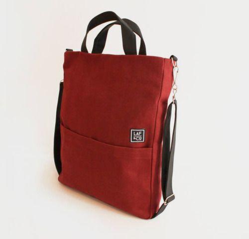 Laf & Co. Burgundy canvas messenger bag. Bandolera burdeos