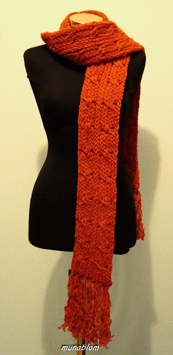 Hesse: Sciarpa con motivo a trecce, tessuta con telaio manuale.