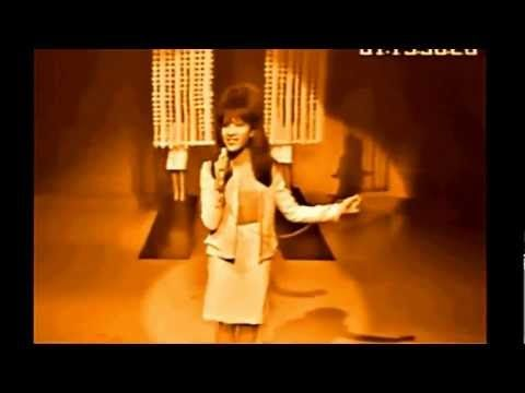 The Ronettes Be My Baby - Live in HD colour! - YouTube