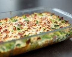 Gratin de brocolis au fromage et jambon : http://www.cuisineaz.com/recettes/gratin-de-brocolis-au-fromage-et-jambon-77038.aspx