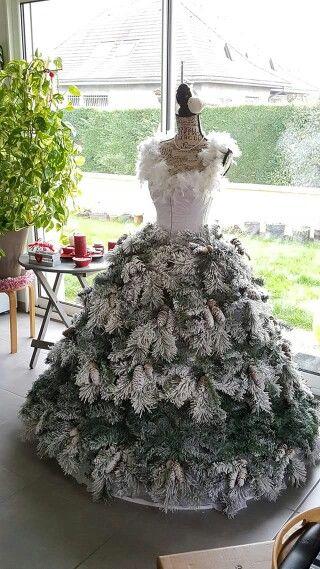 Splendide sapin robe... J'adore cette idée de détourner le traditionnel sapin... ...
