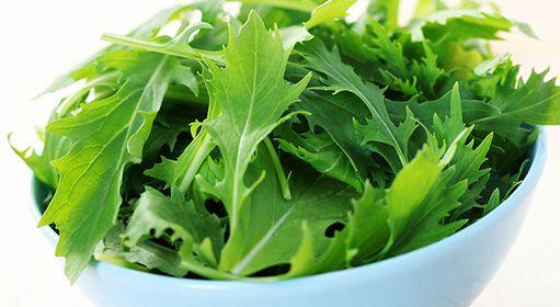 Prečo by ste mali mať vo svojom jedálničku listovú zeleninu (+ recepty)