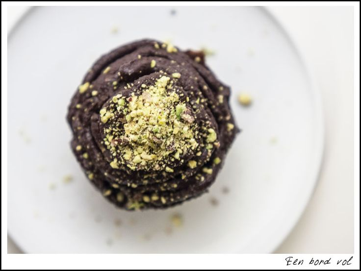 Chocolade courgette muffins met avocadoglazuur