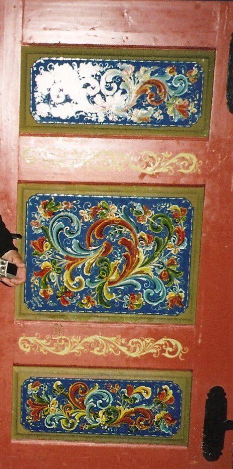 Best 25 norwegian rosemaling ideas on pinterest for Folk art craft paint