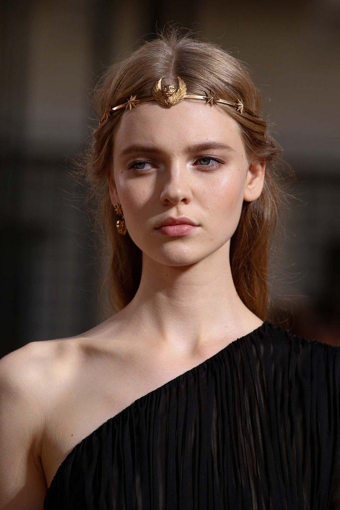 211 best coiffures avec accessoires images on pinterest for Haute hairie