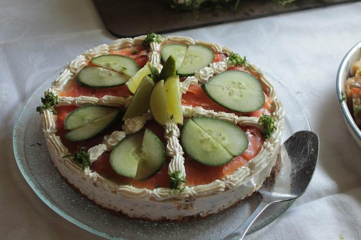 Cold-smoked salmon cake