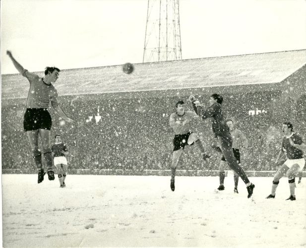 Hull City 6 Workington 0 in Jan 1966 at Boothferry Park. This time the ball is cleared as Hull dominate #Div3