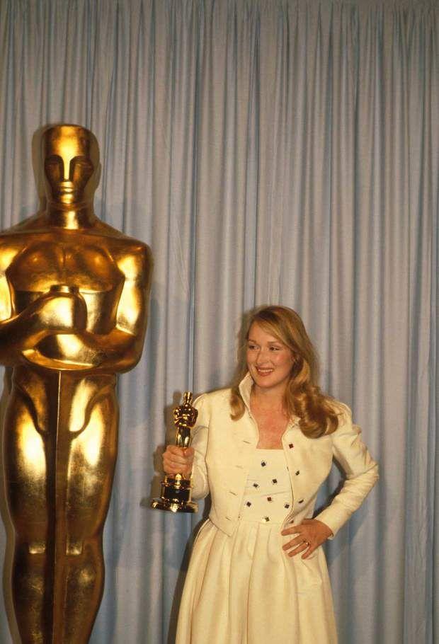 Meryl Streep en 1980 reçoit son Oscar de la meilleure actrice dans un second rôle pour le film Kramer contre Kramer