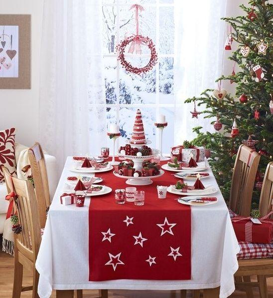 北欧クリスマスおしゃれなダイニングの飾り方10選   北欧インテリア 北欧インテリア食卓クリスマス 白いテーブルクロス ...