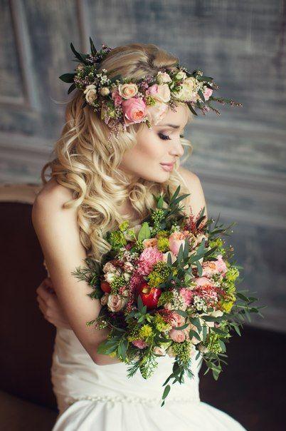 Gorgeous hair wreath and bridal bouquet...
