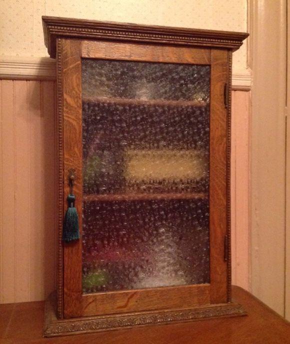 Beautiful antique medicine cabinet. Love the glass panel. - Best 25+ Antique Medicine Cabinet Ideas On Pinterest Antique