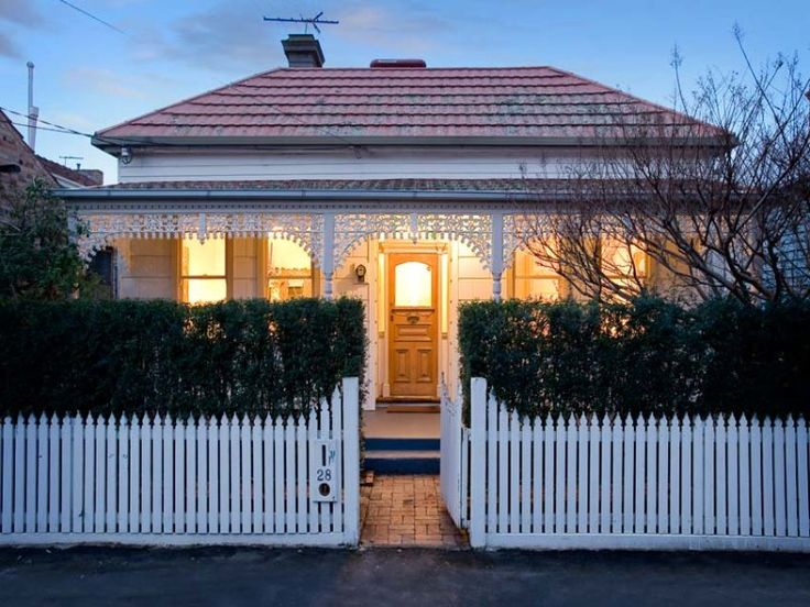 Victorian Cottage Photo of a sandstone house exterior from real Australian home - House Facade photo 525237