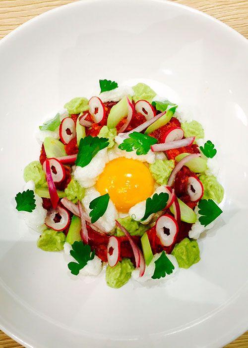 Entrée fantaisie aux haricots rouges, à la tomate & guacamol (végétarien) | Fancy starter with red kidney bean guacamole & pickles (vegetarian) | @lundiveggie @sabarotwassner