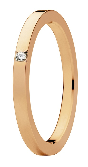 Oro rojo de 18 quilates. Diamante natural talla brillante.