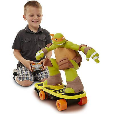 Teenage Mutant Ninja Turtles Remote Control Skateboarding Mikey with Spin Sound