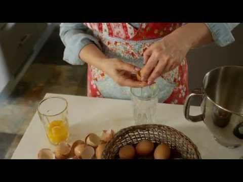 Aina yhtä jumalaisen ihana, Pavlova Hanna Sumarin tapaan. Pavlovassa voit käyttää mitä vain marjoja tai hedelmiä.