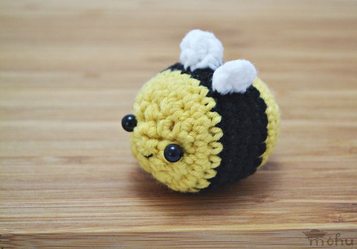 Amigurumi Pattern Bee : 1000+ ideas about Crochet Bee on Pinterest Crocheting ...