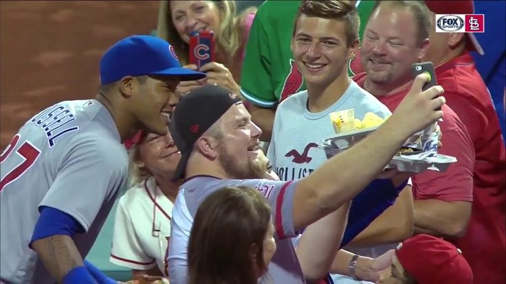 Addison Russell knocks over Cardinals fan's nachos, delivers him new ones