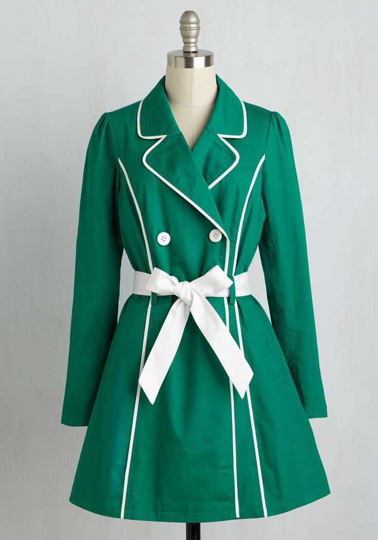 Feel like the 'Maine' attraction as you cruise down the coast in this retro trench. Part of our ModCloth namesake label, this lightweight, kelly green jacket features a white sash, matching piping, and double-breasted buttons, along with silky lining and playful side pockets!
